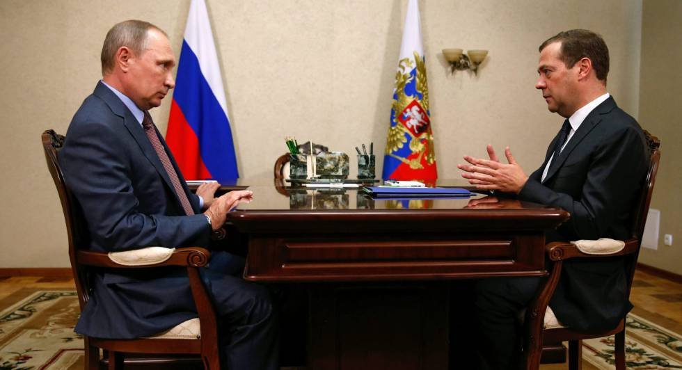 Vladimir Putin meeting with the Prime Minister of Russia, Dmitri Medvédev.
