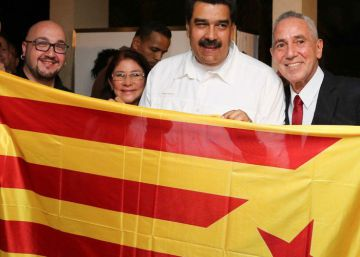 Pro-independence Catalans photographed with Venezuela's Maduro