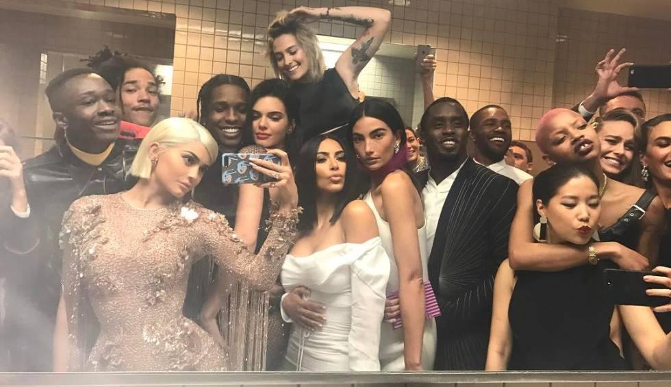 'Selfie' de estrellas en la Gala del Met.