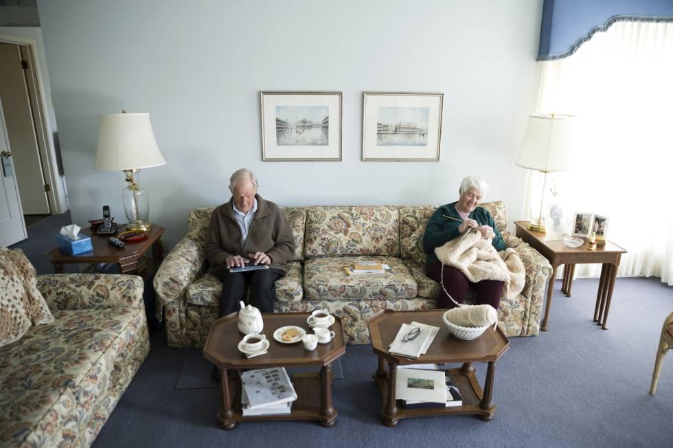 Ancianos: Una mano | Opinión | EL PAÍS