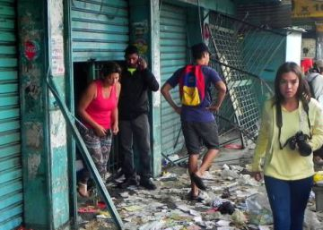 Looting in Venezuela destroys businesses, worsens shortages