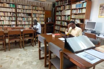 Biblioteca de la Embajada de España en Costa de Marfil.