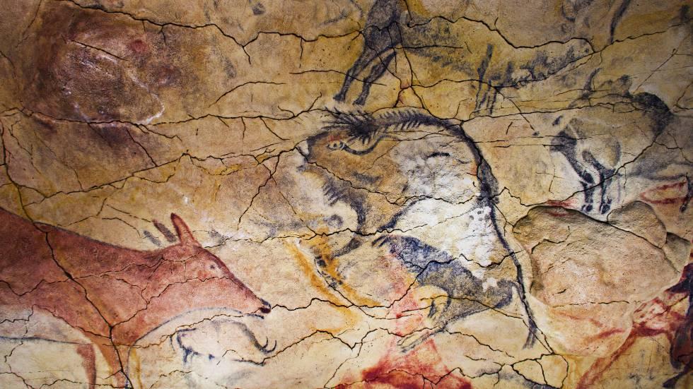 Pinturas en la reproducción de la cueva de Altamira.