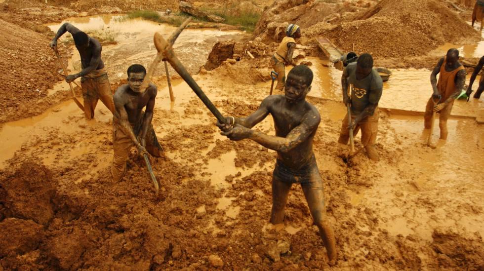 Mineros artesanales en Ghana.