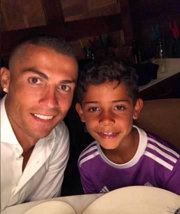 Ronaldo pide opinin sobre su nuevo corte de pelo y le dicen de todo