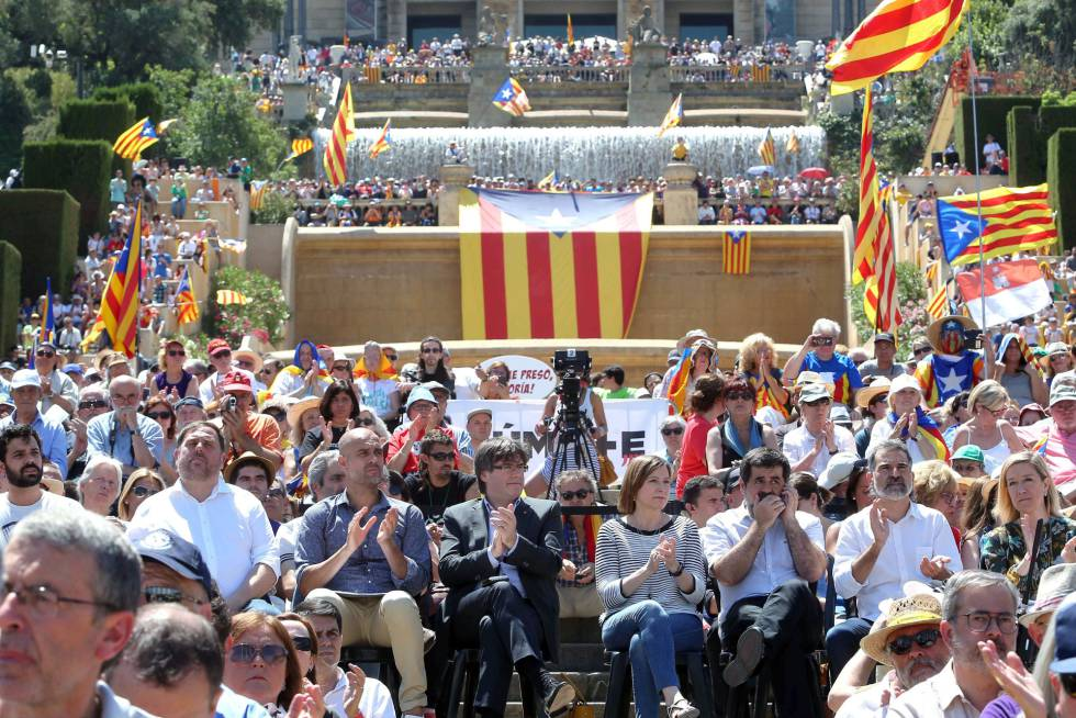 Catalan government officials and other pro-sovereignty marchers in Barcelona on Sunday.