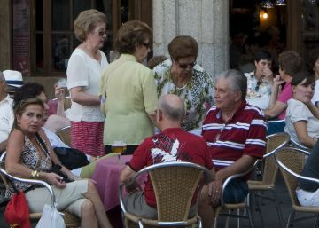 Spanish city warns bars to keep sharp knives off terrace tabletops