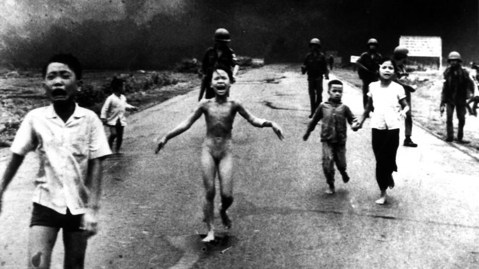 Ataque con napalm del Ejército americano en Vietnam en el año 1972. Esta foto ha ganado el premio World Press Photo.