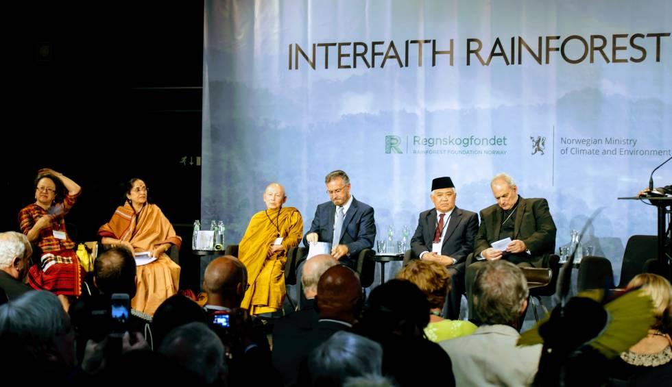 Líderes religosos -indígena, hinduísta, budista, judío, católico y musulmán- debaten sobre su papel para defender los bosques tropicales.