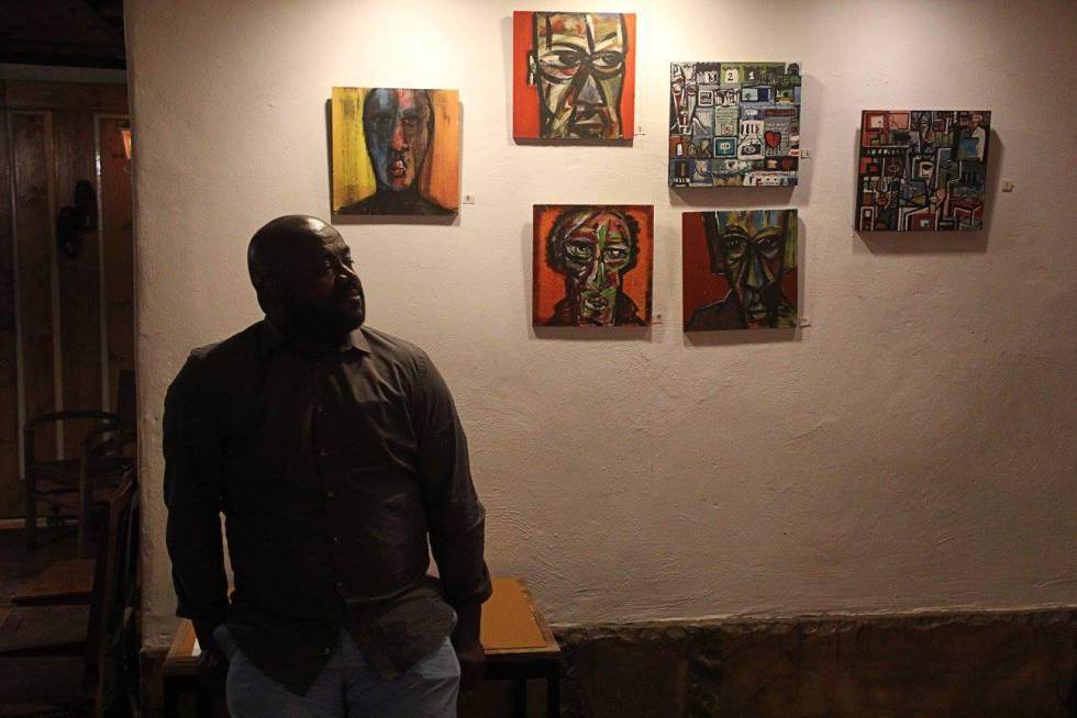 Valdemar Doria en su exposición Budu Budu, en Lisboa, Portugal.