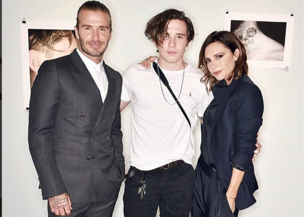 Brooklyn Beckham suplica por Instagram a la modelo Emily Ratajkowski ... 1e09b3444cc
