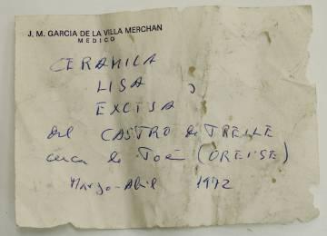 Hoja suelta de García de la Villa que aporta el origen de piezas cerámicas.