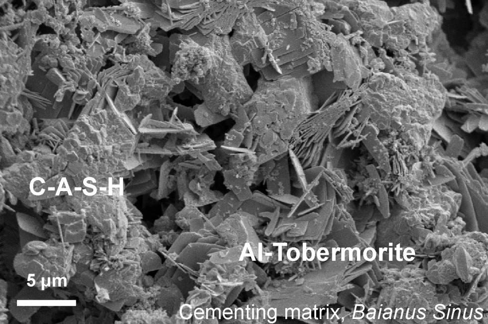 Hormigón procedente de un espigón de la bahía de Nápoles de hace 2.000 años visto al microscopio electrónico.