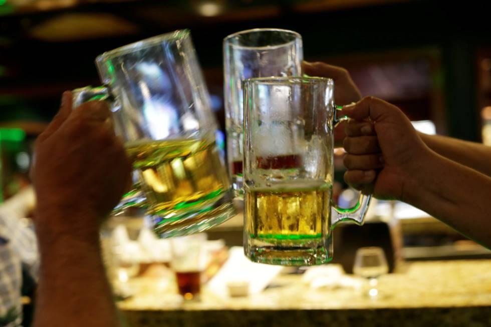 Gran parte de la población no sabe que las bebidas alcohólicas provocan cáncer.