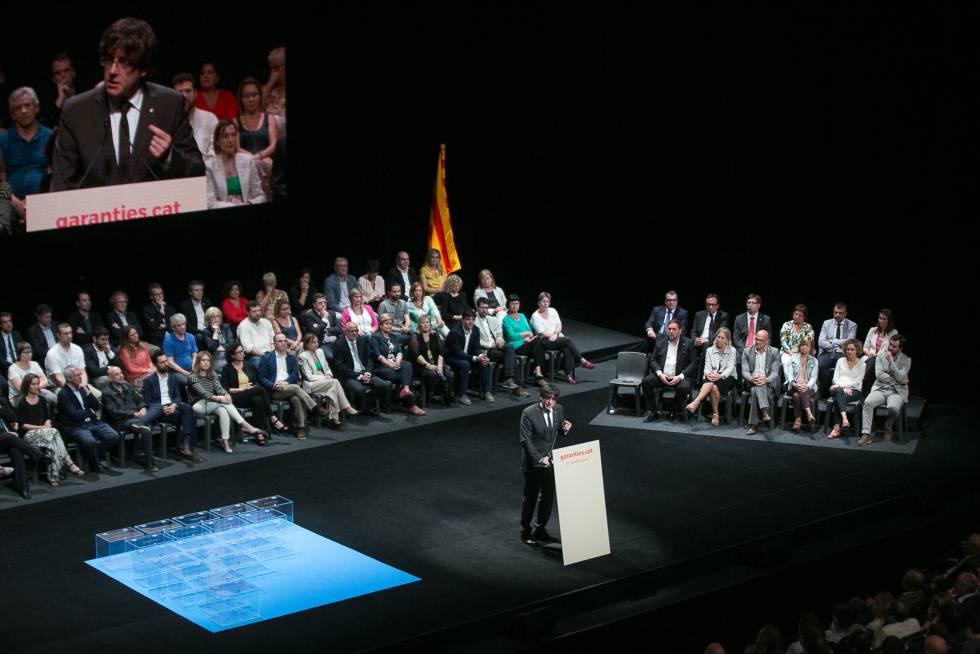 El Presidente catalán, Carles Puigdemont, durante su intervención en la presentación de la ley del referéndum.