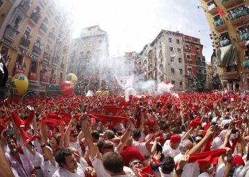 Video: 'El Chupinazo' marks the official start of the 2018 San Fermín fiestas