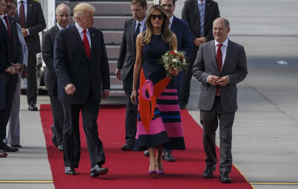 7b2e0d65bd Melania Trump viste moda española