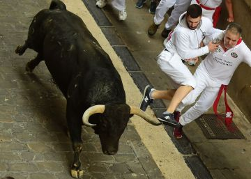Extremely fast Running of the Bulls in Pamplona on Tuesday
