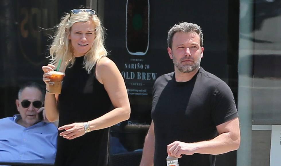 El actor y su nueva pareja, la productora Lindsay Shookus, el pasado 10 e julio.