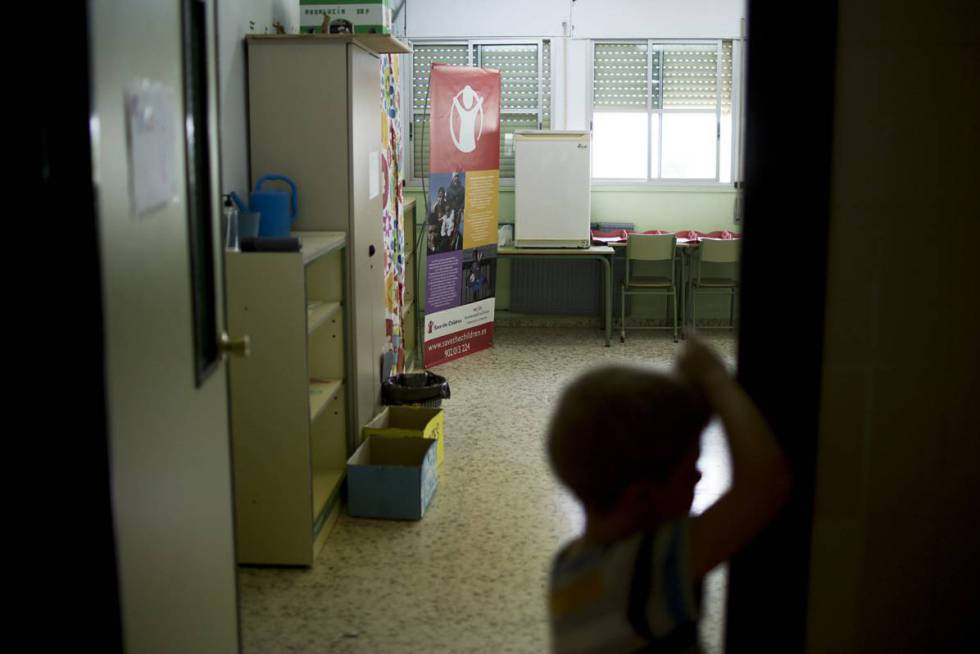 A child at Save the Children summer school in Seville.