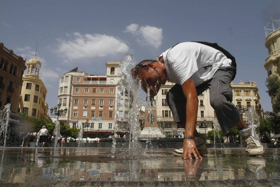 A young man cools off at a fountain in downtown Córdoba, which was the hottest city in Spain on Thursday.