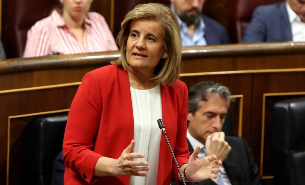 La ministra de Empleo, Fátima Báñez, en el Congreso.rn