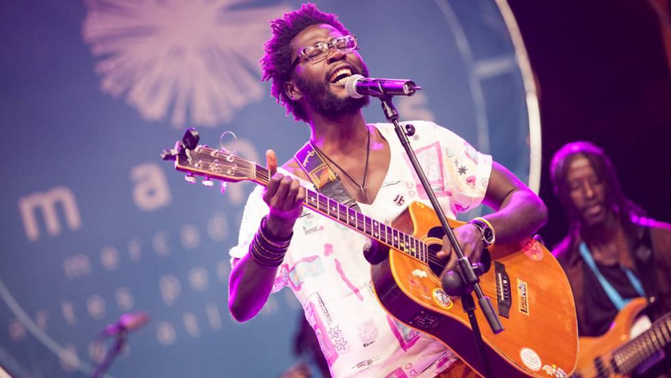 Cuando Sarro cambió su móvil por una guitarra | Blog Africa no es un ...