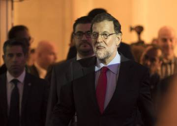 Spanish PM lines up with Socialists in bid to block Catalan independence vote