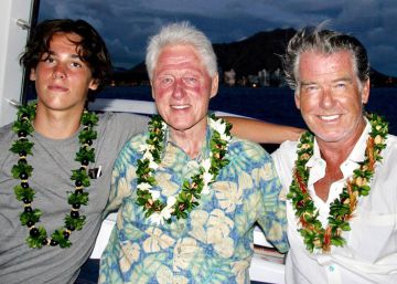 Pierce Brosnan y Bill Clinton, vacaciones en el mar