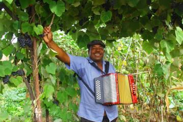 El músico Julinho da Concertinha, de origen caboverdiano.