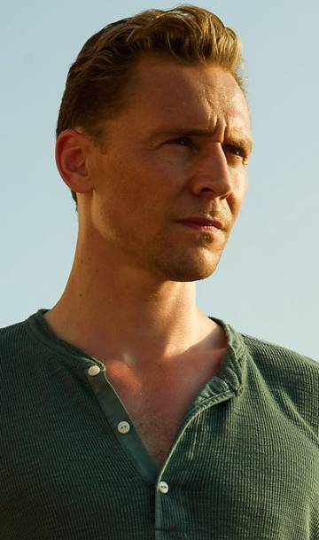 El actor Tom Hiddleston, con su camiseta 'henley', esta vez en verde.