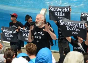 El actor James Cromwell arrestado en una protesta animalista en SeaWorld