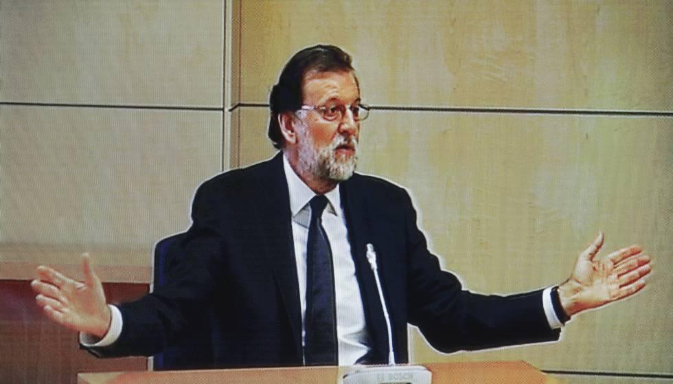 Imagen del monitor de la sala de prensa de la Audiencia Nacional de San Fernando de Henares del presidente del Gobierno, Mariano Rajoy.