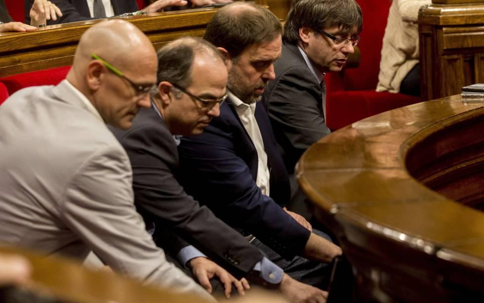 Puigdemont, Junqueras, Turull y Romeva votan en el pleno del parlamento catalán.