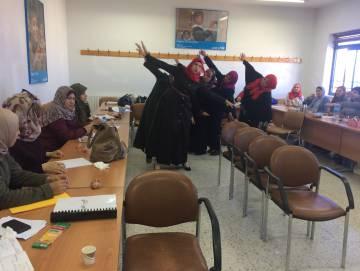 Una clase de la Asociación Mundial de Educadores Infantiles (AMEI-WAECE) con profesoras palestinas.
