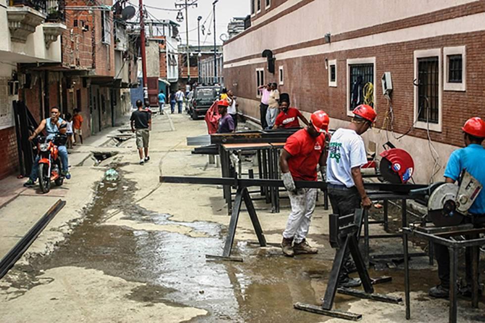 Construcción de viviendas en el barrio Pinto Salinas, Caracas.