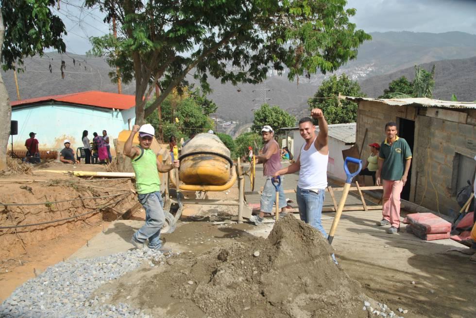 Construcción de vialidad en el sector Las Torres, corredor de barrios Mamera-El Junquito. Cedida por la Dirección de Planificación Urbana de la Alcaldía de Caracas.