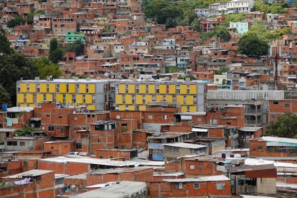 Edificio de la Gran Misión Vivienda Venezuela en corredor de barrios La Vega. Cedida por la Dirección de Planificación Urbana de la Alcaldía de Caracas