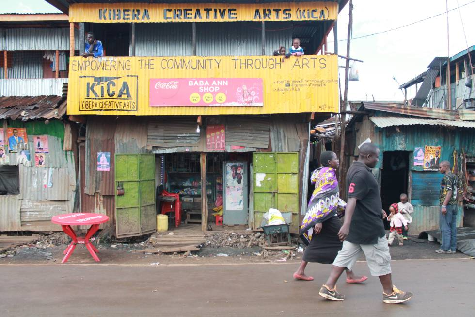 La asociación Kibera Creative Arts se ha convertido en el lugar de reunión de las decenas de artistas que residen en la barriada.