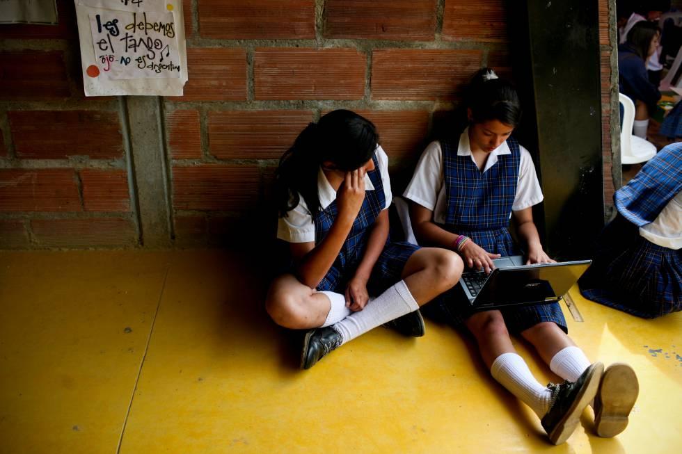 Alumnas de una escuela secundaria rural, en La Ceja (Colombia).