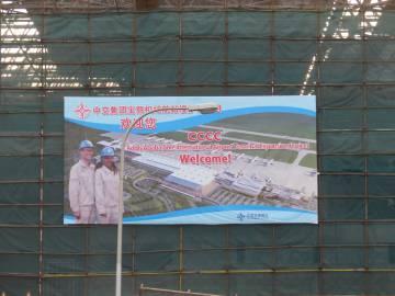 Imagen de una pancarta en chino y en inglés de la ampliación del aeropuerto de Addis Abeba.