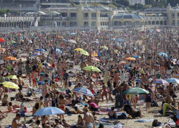 As economy improves, Spaniards are taking vacations again