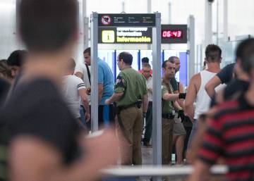 Hour-long lines on third day of security staff strikes at Barcelona airport