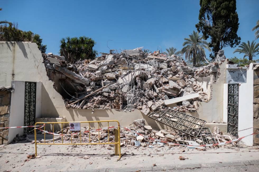 Proceso de demolición de 'Mi gitana', la casa en la que vivieron Isabel Pantoja y Julián Muñoz en la urbanización La Pera, de Marbella.