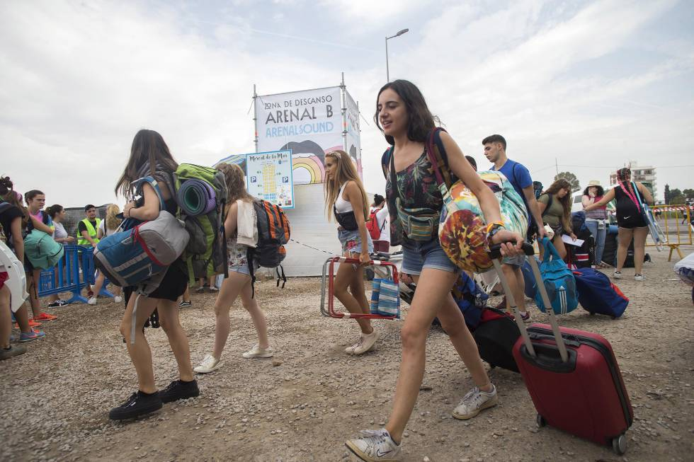 Festivalgoers at this year's Arenal Sound, which ran into problems due to overcrowding within the site.