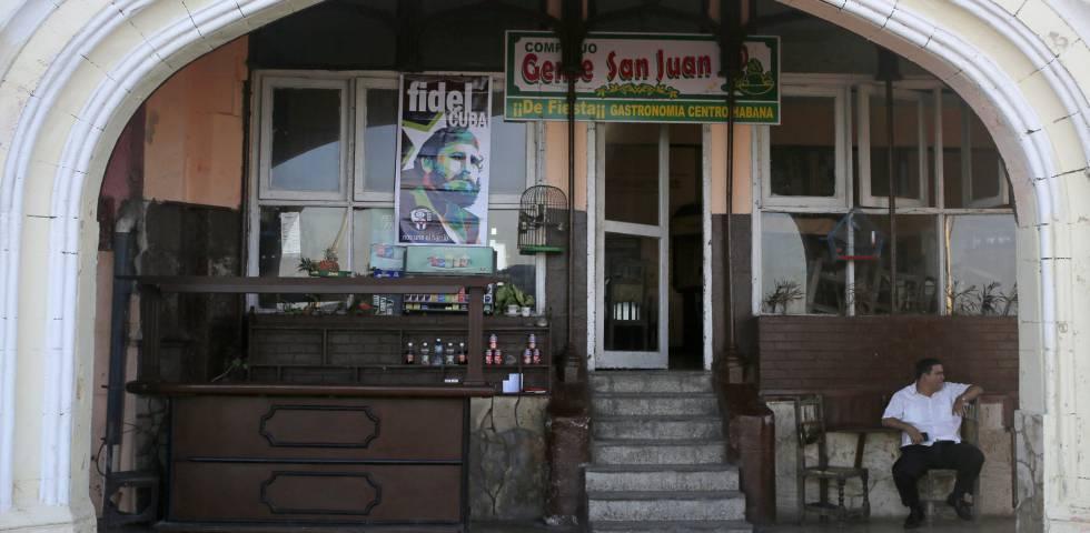 Retrato de Fidel Castro en un restaurante de La Habana.