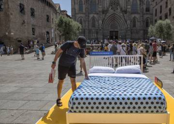 "Barcelona launches ""bed protest"" against illegal Airbnb apartments"