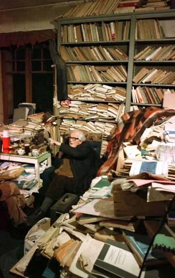 El psicólogo suizo Jean Piaget en su despacho en 1979.