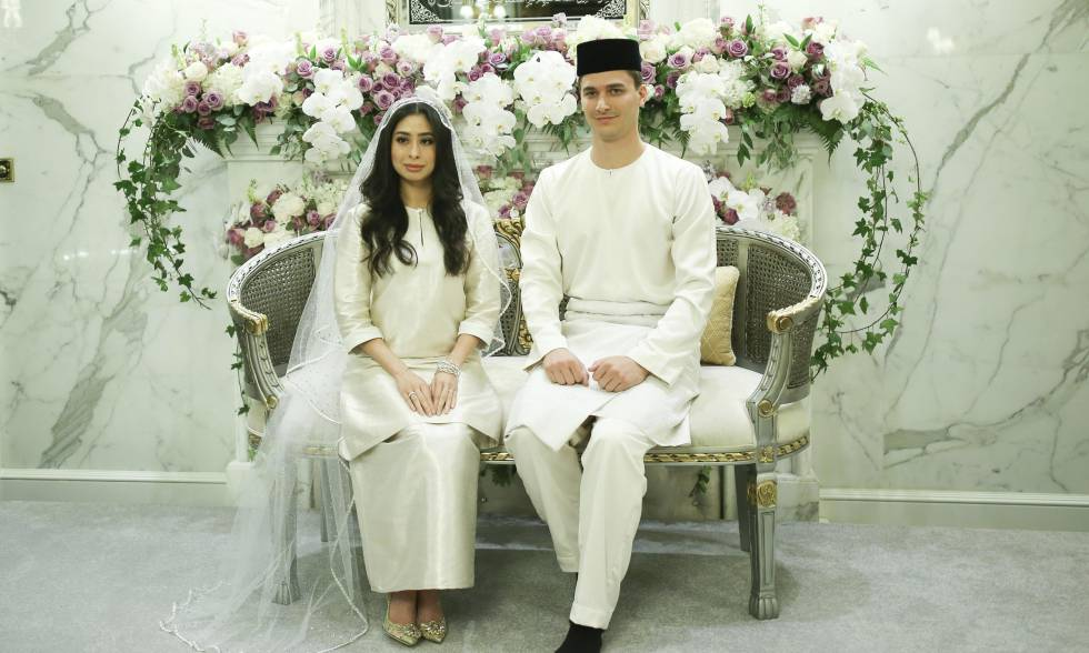 la princesa tunku tun aminah maimunah iskandariah sultan ibrahim posa junto al holands dennis muhammad abdullah