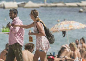 Barcelona struggles to halt illegal sales of beach snacks containing fecal matter